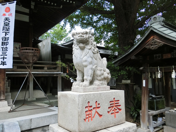宇迦八幡宮の右の狛犬