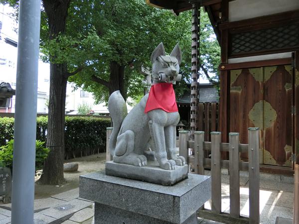 飛木稲荷神社の左の狐