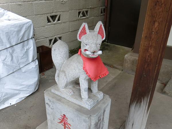 八兵衛稲荷神社の左の狐