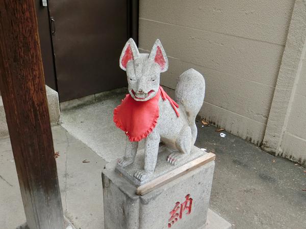 八兵衛稲荷神社の右の狐