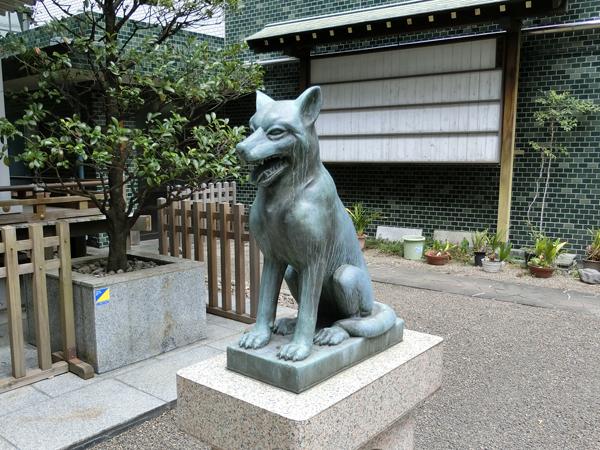 宮益御嶽神社の右の狼