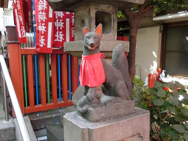 千代田稲荷神社の右の狐