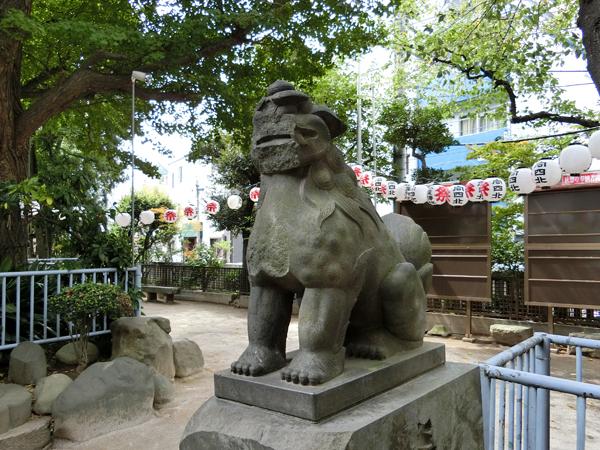 向島秋葉神社の右の狛犬