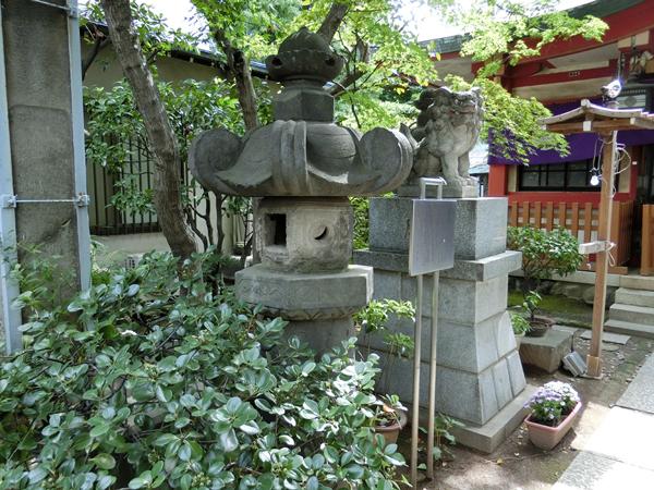 向島秋葉神社の石燈籠