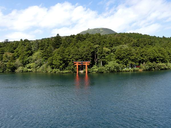 箱根神社の平和鳥居