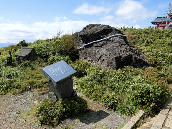 箱根神社元宮の馬降石