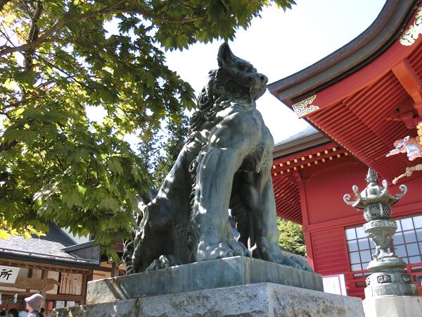 武蔵御嶽神社の左の狛犬