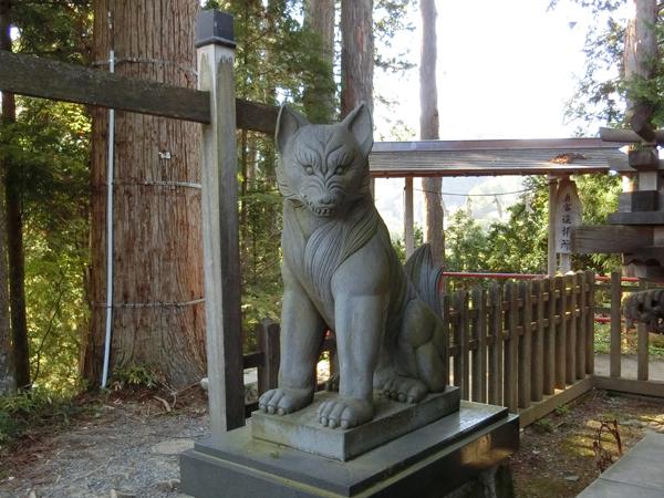 武蔵御嶽神社の右の狼