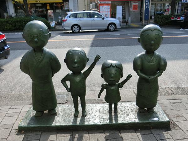桜新町駅前のサザエさん