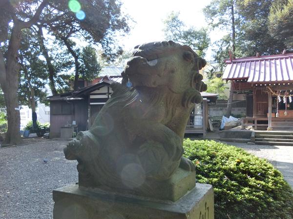 弦巻神社の左の狛犬