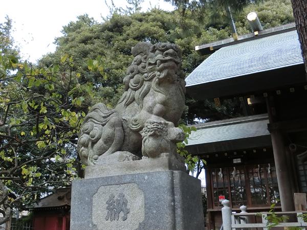 用賀神社の左の狛犬