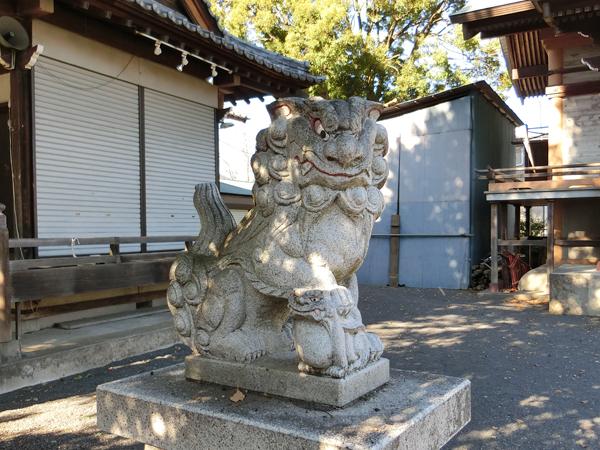 島守神社の左の狛犬
