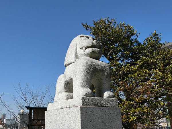赤城神社の左の狛犬