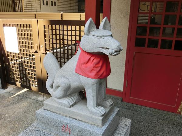 改代稲荷神社の左の狐