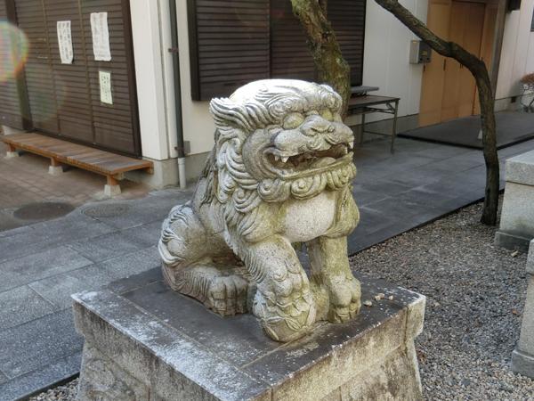 北野神社の左の狛犬