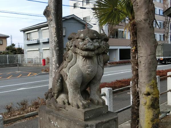 下染屋神明社の左の狛犬