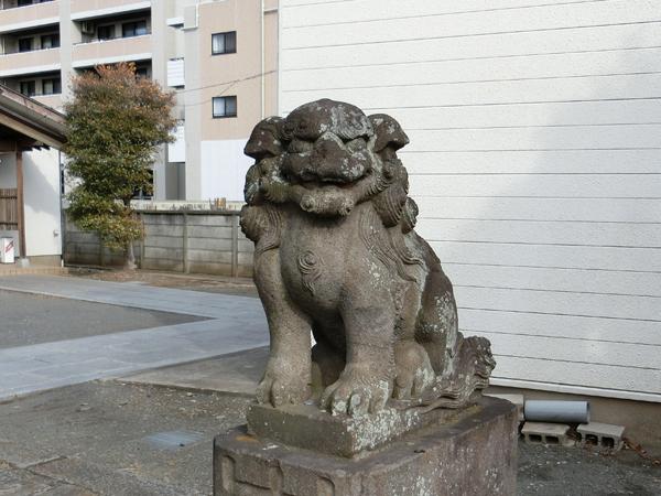 下染屋神明社の右の狛犬