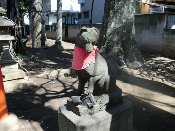 西高井戸松庵稲荷神社の右の狐