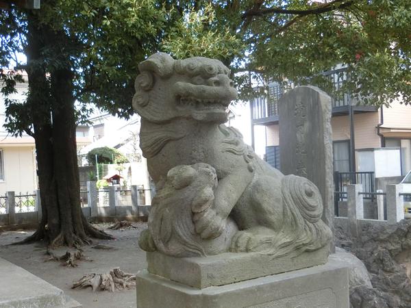 道生神社の右の狛犬