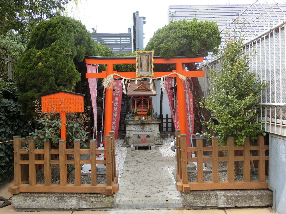 池袋西武屋上にある伏見稲荷神社の紹介