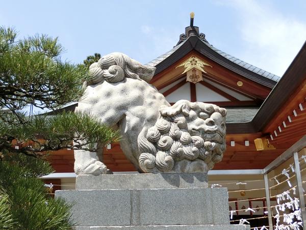 広島護国神社の左の狛犬