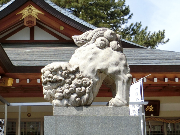 広島護国神社の右の狛犬