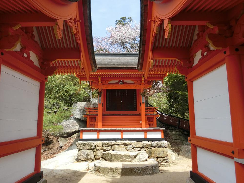 御山神社の社殿