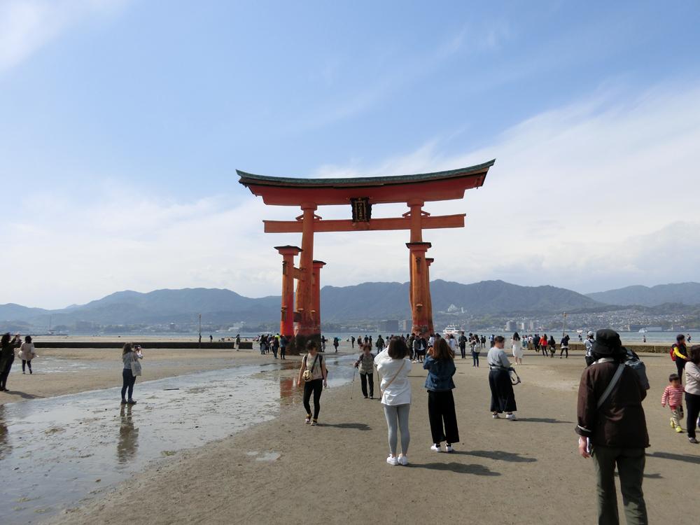 干潮の厳島神社の紹介