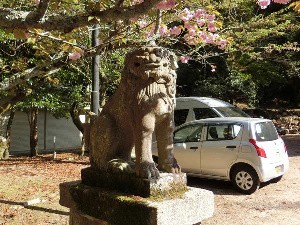 大元神社の左の狛犬