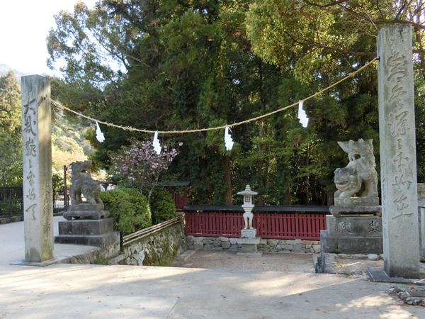 厳島神社裏の左の狛犬