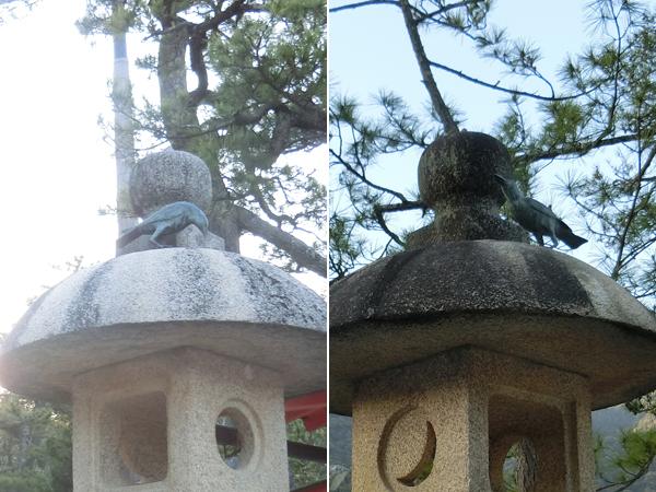 厳島神社の燈籠のカラス