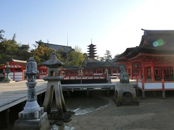 厳島神社から見る五重塔