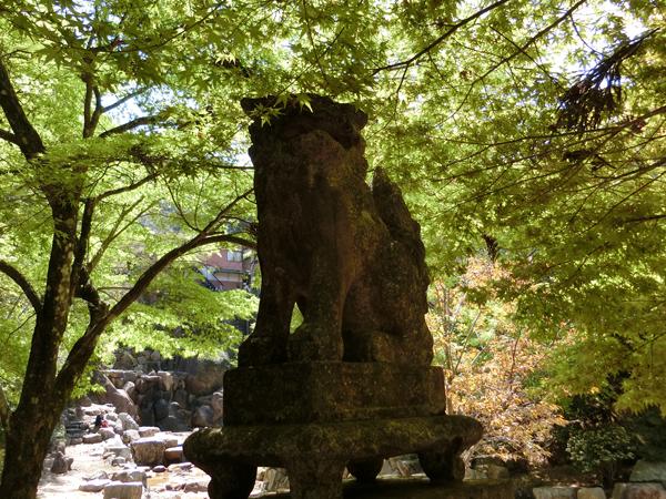 滝宮神社の右の狛犬