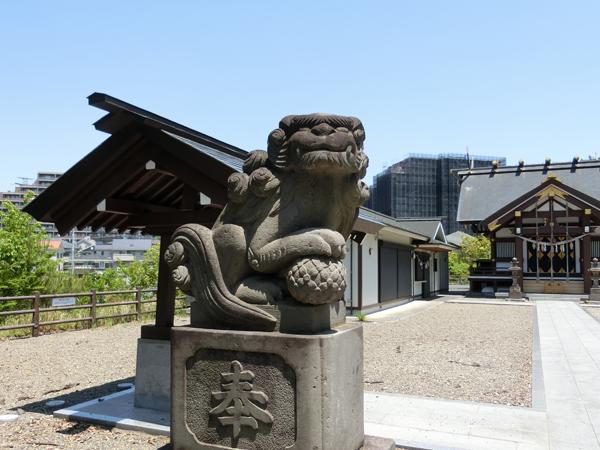 十二神社の左の狛犬