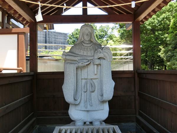 宇気母智大神の像