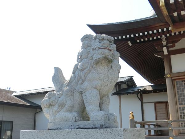 栗木御嶽神社の左の狛犬