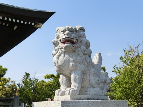 栗木御嶽神社の右の狛犬
