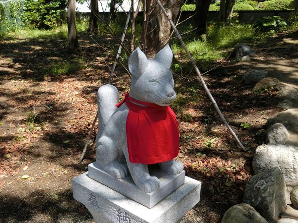 経六稲荷神社の左の狐
