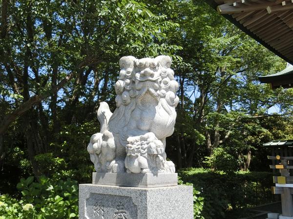龍口明神社の左の狛犬
