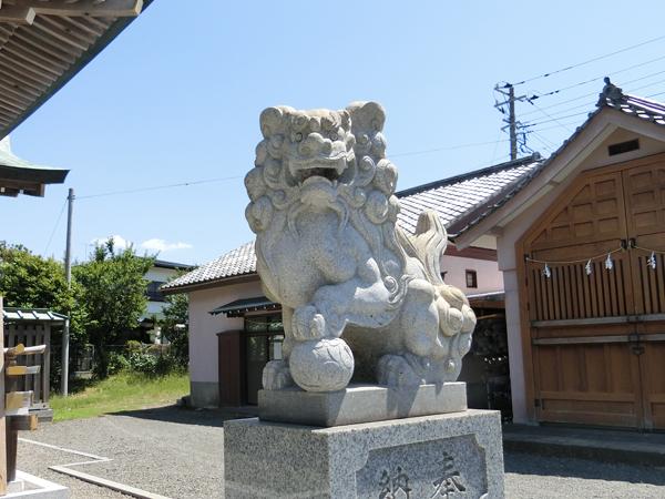龍口明神社の右の狛犬