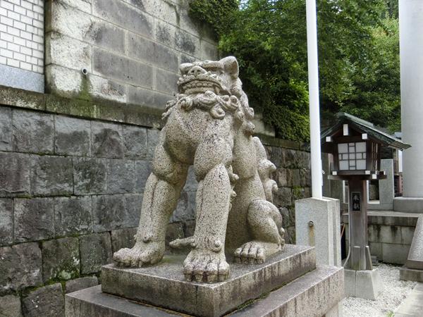 乃木神社の左の狛犬