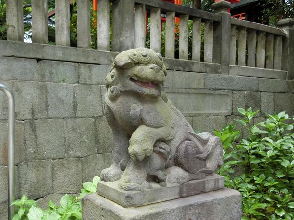 龍土神明宮の右の狛犬