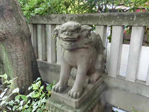 櫻田神社の右の狛犬