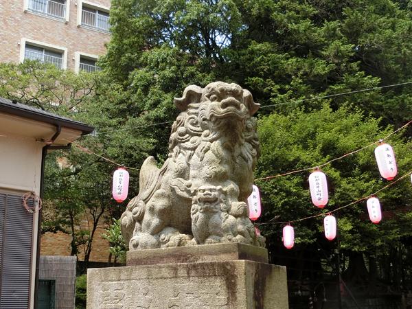 松が丘北野神社の左の狛犬