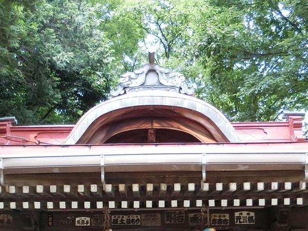 松が丘北野神社のムクリ屋根の破風