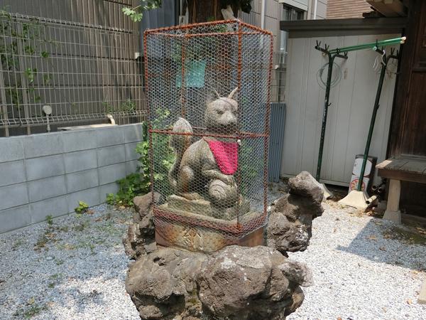 鼓稲荷神社の左の狐