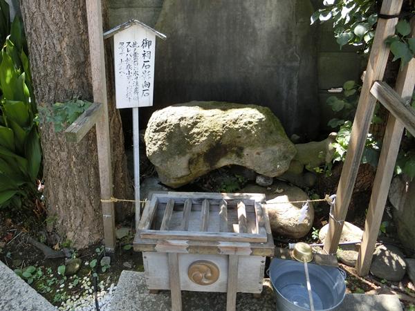 幸稲荷神社の御祀石
