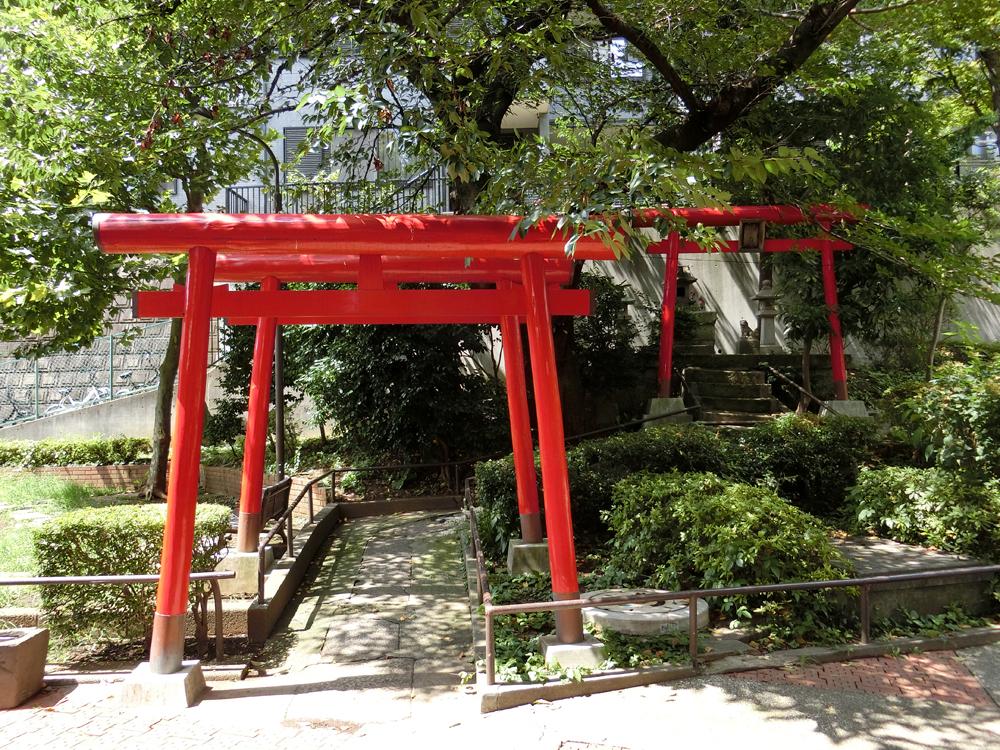 狸穴稲荷神社の紹介