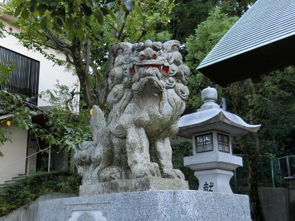 久本神社の左の狛犬
