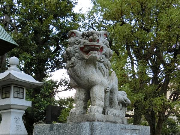 久本神社の右の狛犬